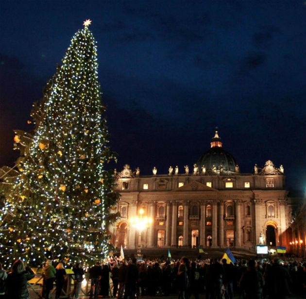 rome is considered as one of the best christmas holiday spending destination in the world anyone spending christmas night in rome can hear the pope of - European Christmas Tree